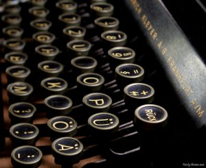 old_typewriter_by_chrisworld2000-d5e7s5b