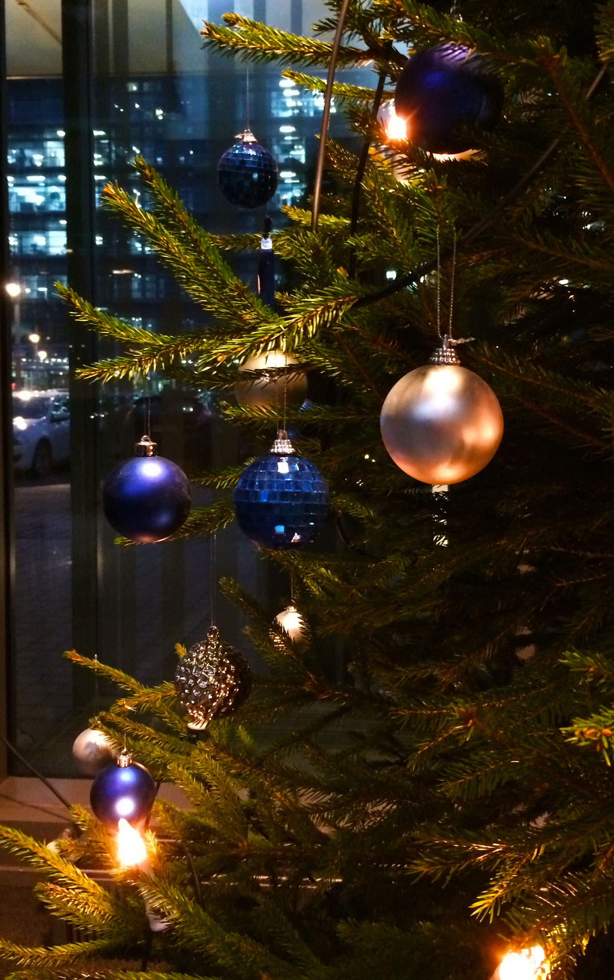 Decorate the christmas tree fa la la la - Fa La La La La La La La Heedless Of The Wind And Weather Fa La La La La La La La Xmas Tree 2
