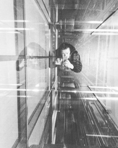 simply-elevator-selfie